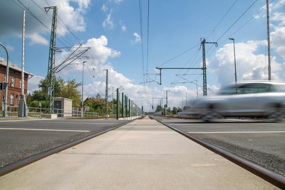 Noch hat Niesky die Bauarbeiten rund um die Elektrifizierung der Strecke Horka–Knappenrode nicht vollständig überstanden. Im September werden am Bahnübergang Muskauer Straße sämtliche Betonplatten ausgetauscht.