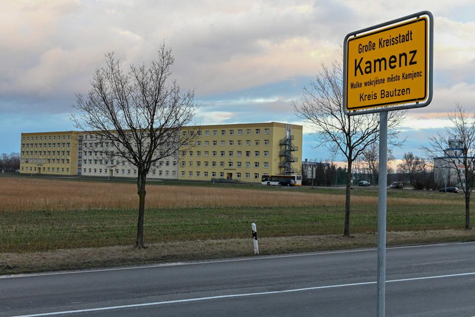 Im Asylheim in Kamenz leben über 300 Menschen. Einige davon hat ein Brandstifter im Juli vergangenen Jahres in Gefahr gebracht.