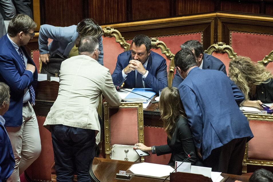 7. August 2019 im Parlament in Rom: Matteo Salvini (M.), Innenminister von Italien und Vorsitzender der Lega Nord, nimmt an einer Sitzung über die umstrittenen Bahntrasse zwischen Turin und Lyon (Tav) teil.