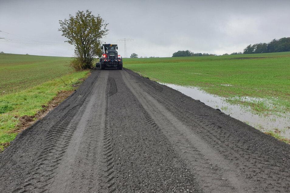 Mit dem Asphaltfräsgut wurde der Rad- und Wirtschaftsweg in Oberottendorf instand gesetzt.
