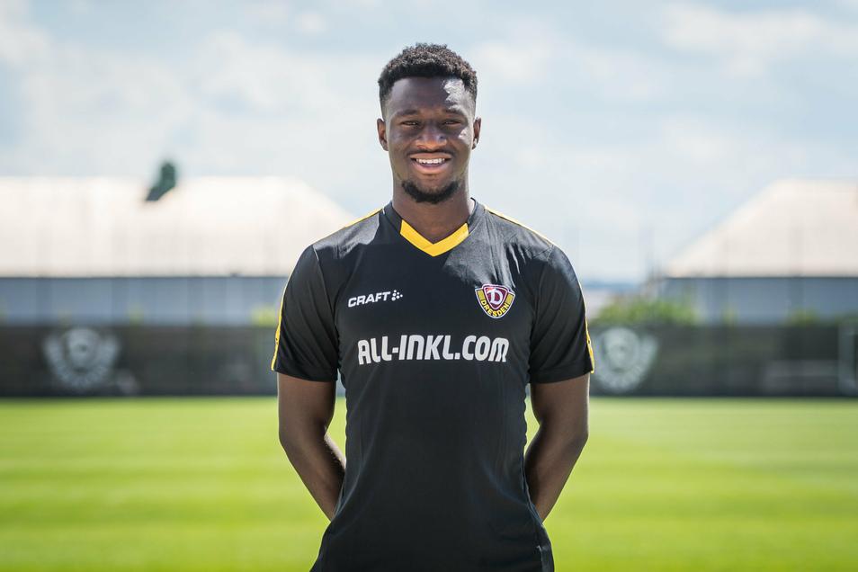 Neuzugang Agyemang Diawusie wechselt vom FC Ingolstadt zur SGD. Das erste Foto in Schwarz-Gelb zeigt ihn an Dynamos neuem Trainingszentrum.