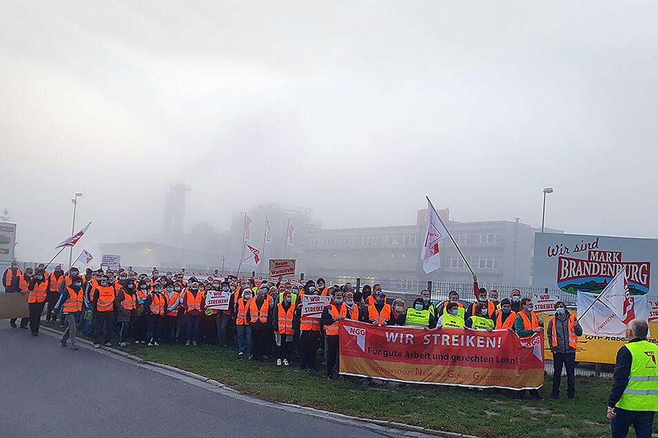 """Am Freitag wurde im ODW-Werk Elsterwerda gestreikt. Dort werden Milchprodukte der Marke """"Mark Brandenburg"""" hergestellt."""