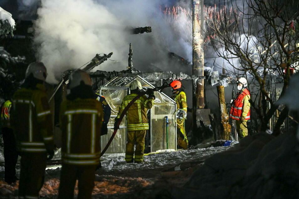 Die Feuerwehr konnte zumindest ein Übergreifen verhindern.