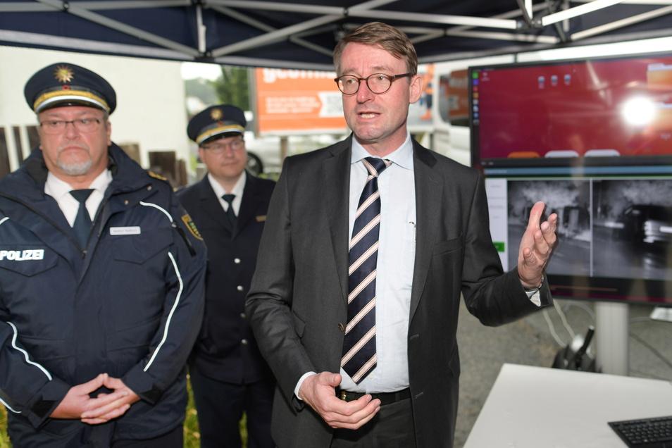 Innenminister Roland Wöller und der Görlitzer Polizeipräsident Manfred Weißbach stellten das System vor.