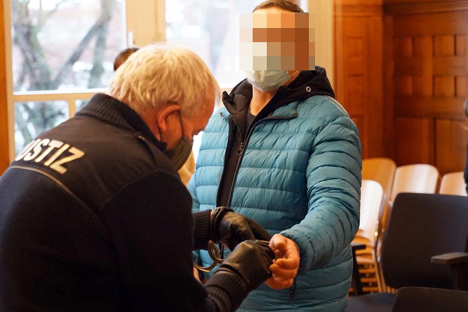 Einen Autodieb hat das Bautzener Amtsgericht jetzt zu einer Haftstrafe verurteilt.