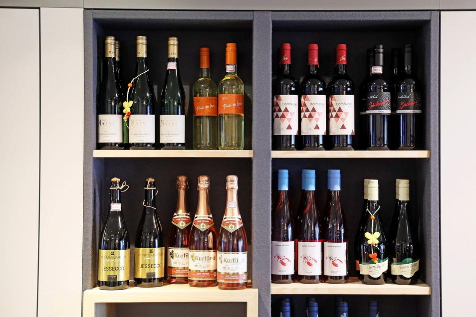 Eine Auswahl des regionalen Weinangebots - unter anderem aus Diesbar-Seußlitz, Meißen und Radebeul.