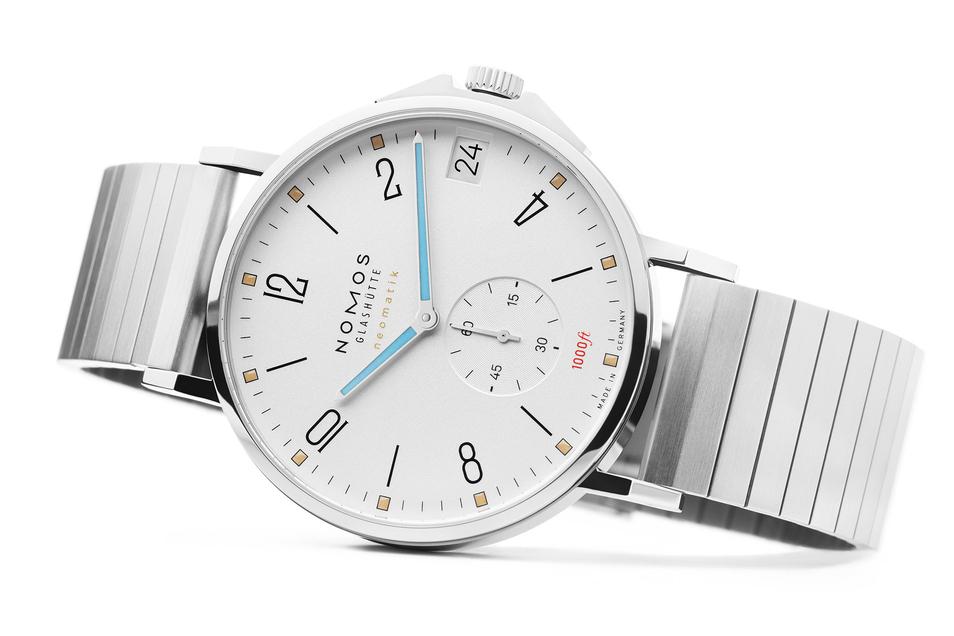 """Die Nomos-Uhr """"Tangente Sport neomatik 42 Datum"""" holt den Designpreis Red Dot Award."""
