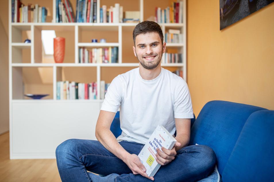 Tim Nießner (18) aus Haan bei Düsseldorf hat fast 100 der besten Abiturienten Deutschlands interviewt, um herauszubekommen, was er von ihnen lernen kann. Daraus ist ein 300 Seiten starkes Buch entstanden.