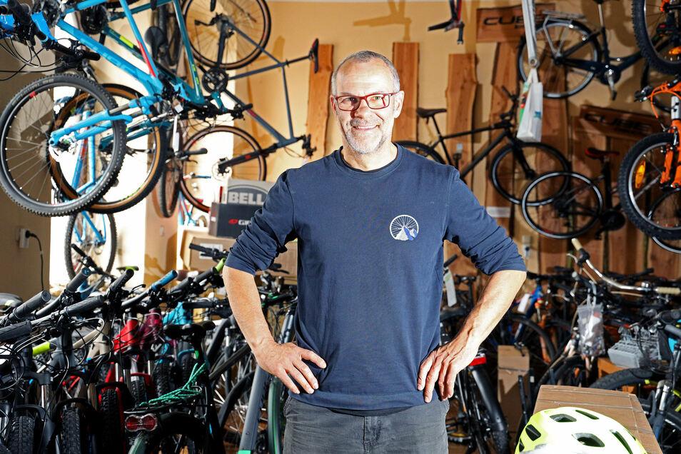 Bernd Wolf hat derzeit viel zu tun - wie wohl alle Fahrradhändler im Elbland. Seit Corona boomt das Geschäft.