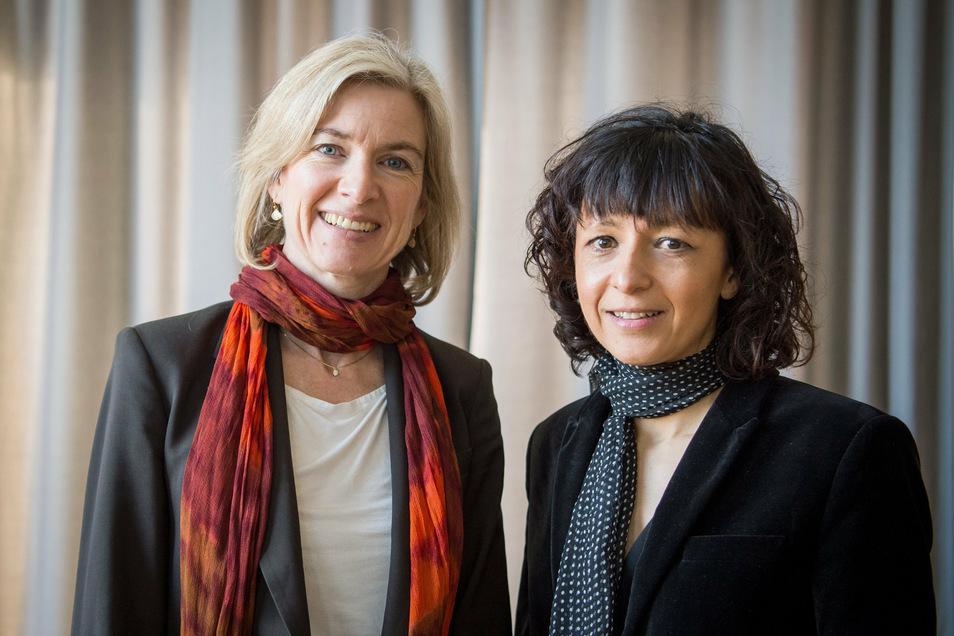 Die amerikanische Biochemikerin Jennifer A. Doudna (l) und die französische Mikrobiologin Emmanuelle Charpentier haben den Nobelpreis für Chemie 2020 verliehen bekommen.