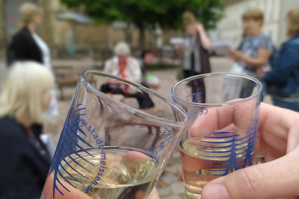 Zum Wohl! Beim neuen Stadtrundgang, den die Tourist-Info anbietet, wird auch ein Gläschen Wein gereicht.