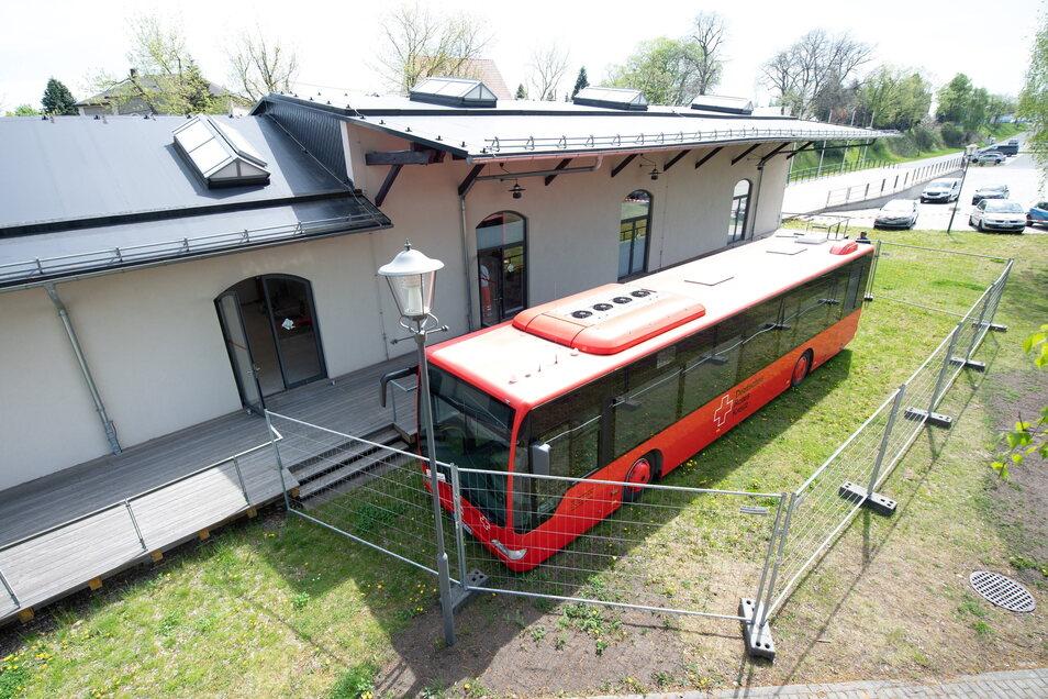So sieht es aus, wenn der Impfbus des Deutschen Roten Kreuzes in Wilsdruff Station macht.