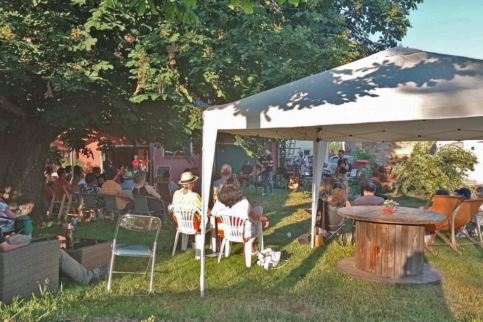 Eine Initiative in Röhrsdorf organisiert Konzerte im Garten.