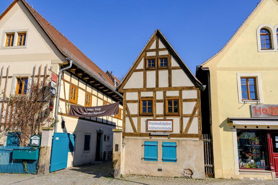 Heute ist das Fachwerk wieder intakt und der Dreiseithof beherbergt Kulturamt und Stadtgalerie.