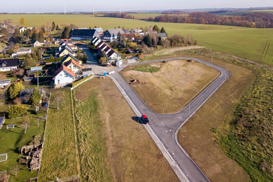 Die Randgrundstücke rechts außen sind bereits verkauft. Bald werden in dem neuen Wohngebiet in Meinsberg die ersten Häuslebauer loslegen.