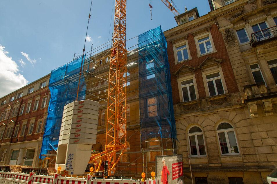 Haus ohne Dach und Decken: Die Schillerstraße 10 ist entkernt. Hier entstehen neue Wohnungen.