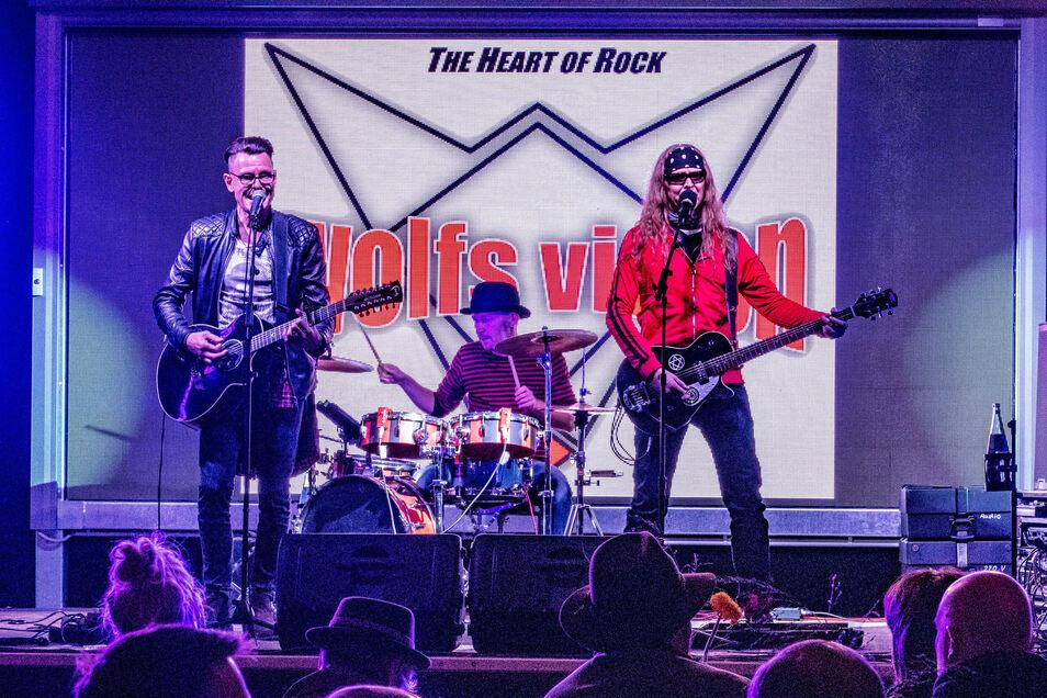 Die Band Wolfvision machte am Samstagabend Stimmung im Döbelner Weingarten.