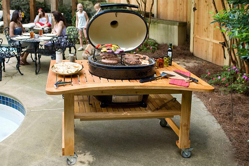 Da ist für jeden etwas dabei: Fleisch, Gemüse, Fisch oder Grillkäse – es gibt nichts, was der Kamado nicht grillen kann.