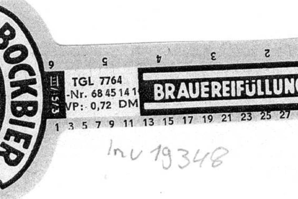 Bockbier dunkel Dieses Flaschenhalsetikett einer Bügelverschlussflasche (0,33l) des dunklen Bock  der Nachkriegsjahre zeigt den Preis 0,72 DM. Das Zeichen TGL steht für Technische Güter- und Lieferbedingungen, die heutige DIN.