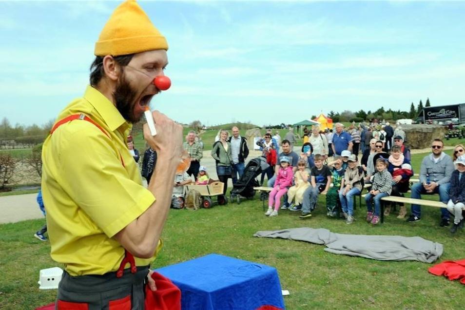 Auch für die kleinsten Besucher war am Sonntag einiges geboten. So sorgte Clown Rafi Rufi mit Zaubertricks und Riesenluftbalone für Kinderunterhaltung.
