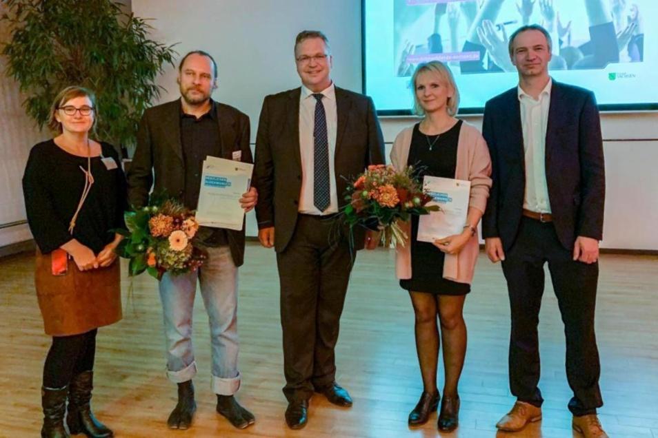 Zu den Ausgezeichneten zählte unter anderem Uta Waschnik (2. v. r.) von der Mückaer Initiative. Rechts neben ihr ist Christoph Biele von der Wirtschaftsregion Lausitz, der den Mitmach-Fonds für die Region betreut.