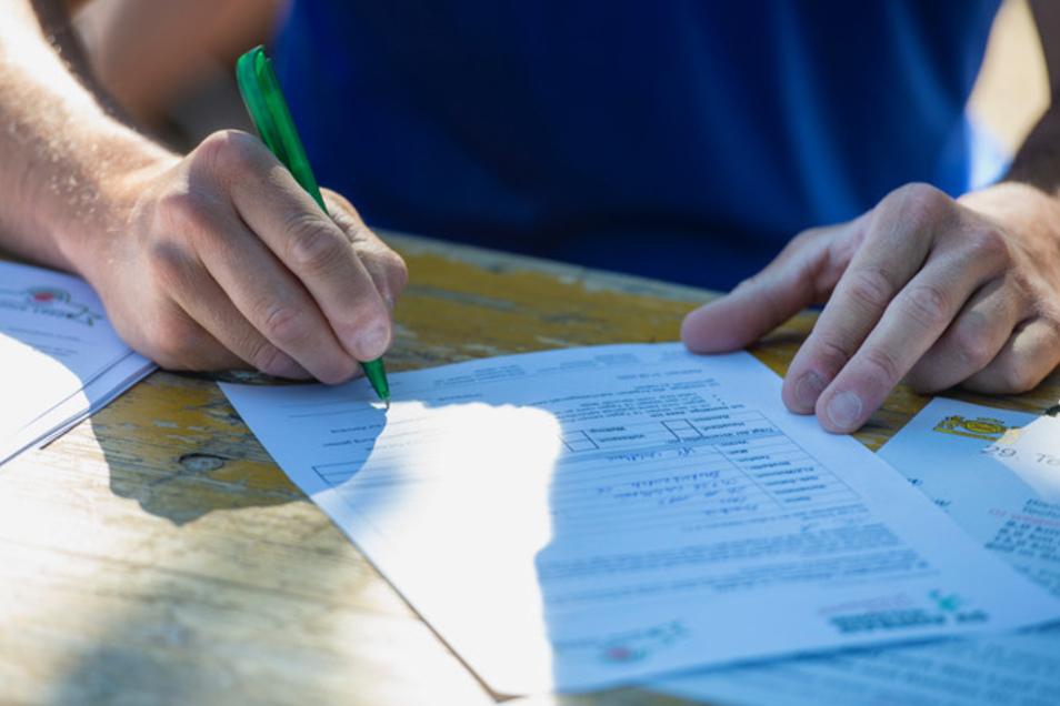 Vor dem Lauf mussten die Athleten ein Formular mit persönlichen Angaben ausfüllen.