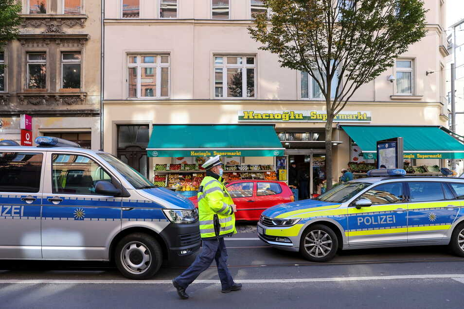Polizei und Zoll durchsuchten in der Leipziger Eisenbahnstraße mehrere Immobilien.