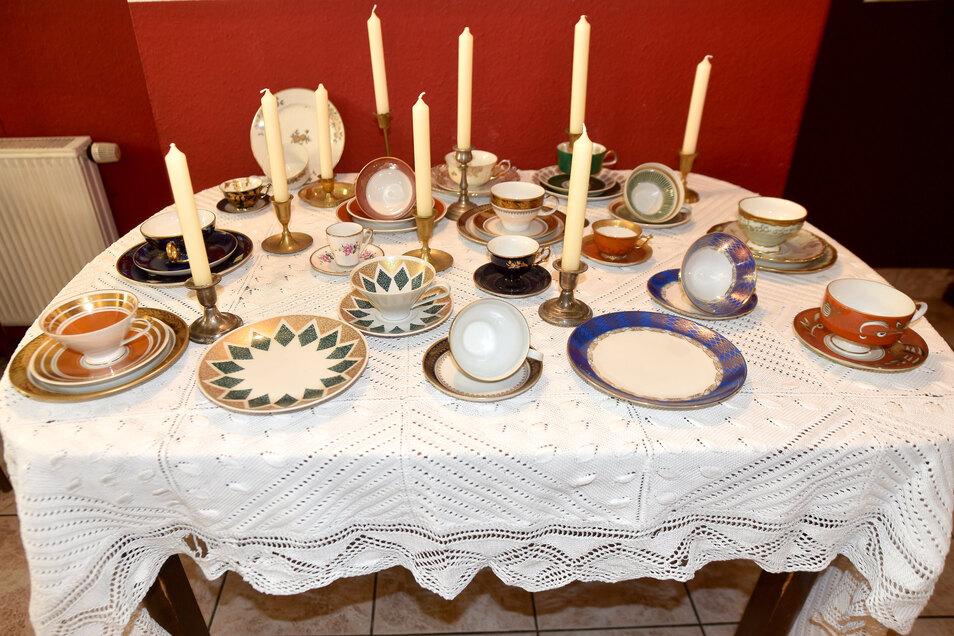 Zwei Tische dürfen in der Seeger Schänke wegen der Abstandsregel nicht benutzt werden. Der Gastwirt hat sie deshalb dekoriert.