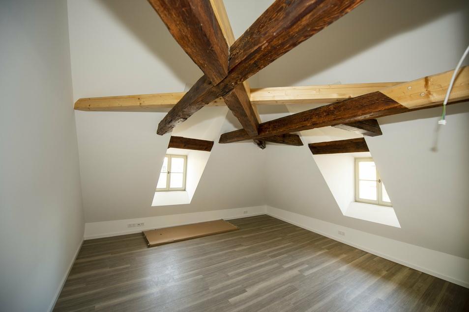 Der aufgearbeitete Dachstuhl des Barockhauses ist besonders attraktiv, war aber auch besonders teuer.