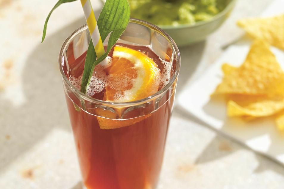 In diesem alkoholfreien Fruchsaftmix mischen Granatapfel und Spitzwegerich mit.