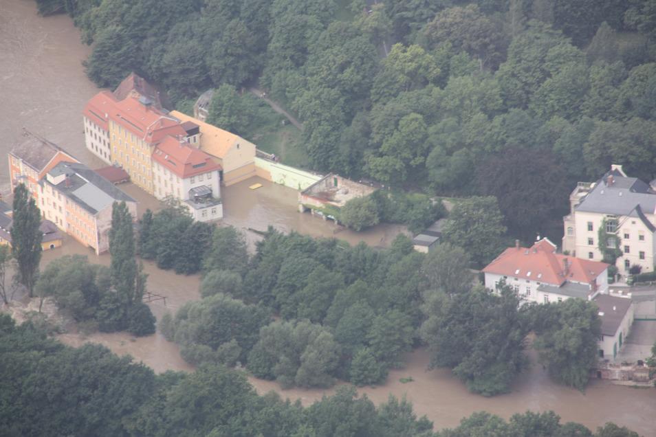 Die Obermühle und die Neißeinsel standen am 7. August 2010 im Wasser des Flusses.