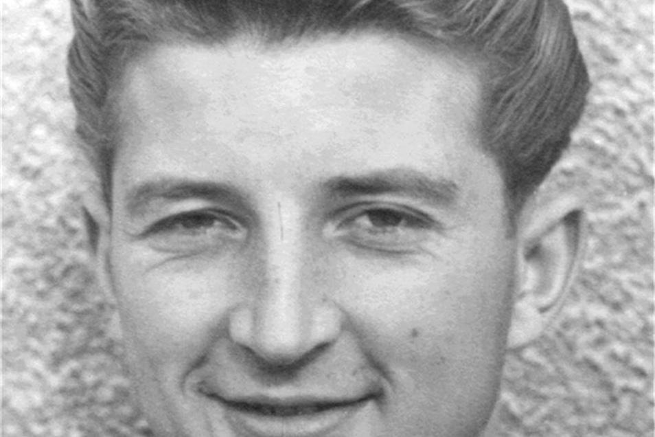 Dieter Legler Dynamo von 1955 bis 1965 Einer der Helden in der Aufbauzeit: Der Stürmer erzielte sechs Tore in einer Partie, insgesamt war er in 140 Punktspielen 85-mal erfolgreich. Er starb 2003.