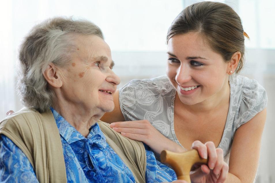 Die Pflege eines Angehörigen ist mit viel Arbeit verbunden. Für eine kleine Entlastung können die StadtApotheken sorgen.