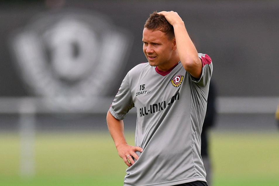 Die Haare raufen musste sich Chris Löwe beim Abstieg mit Dynamo. Doch nun ist die Stimmungslage komplett anders.