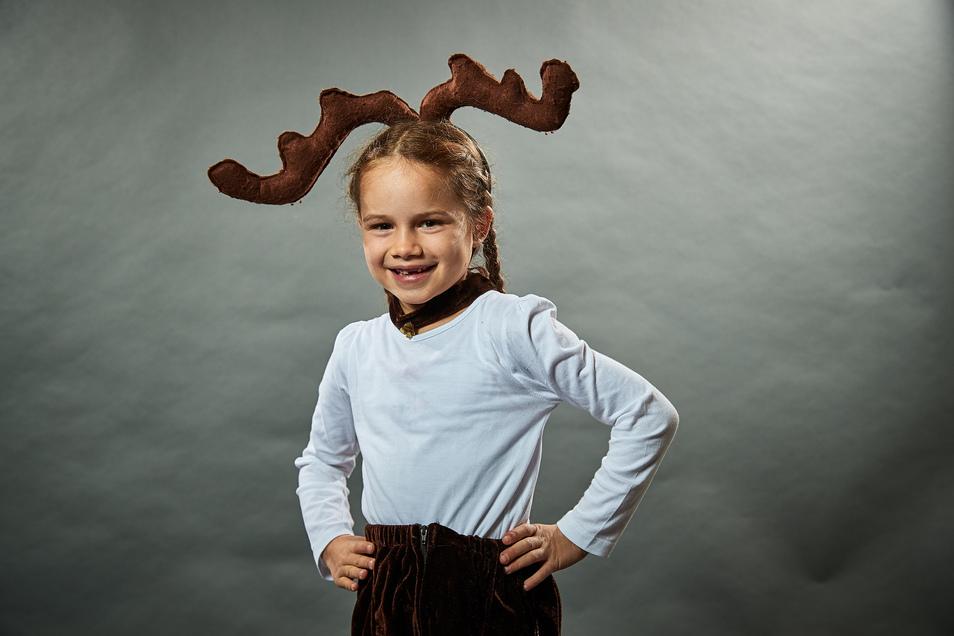 Am 5. Dezember, um 17 Uhr, begrüßt der Weihnachtsmann auf der Bühne des Canalettomarktes Leonor Jung als jungen Elch.
