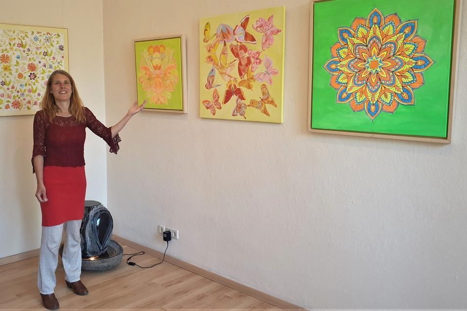 Martina Künzel zeigt neue Bilder. Preise hängen nicht daran, sie lässt gern mit sich handeln.