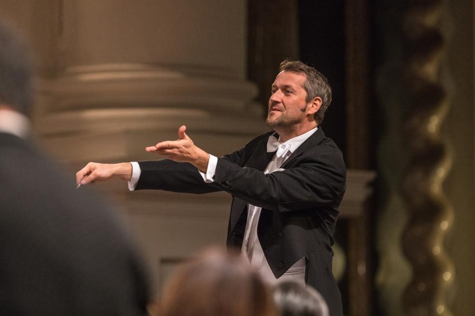 Der Münchner Markus Poschner ist seit Herbst 2017 Chefdirigent des Bruckner Orchesters Linz. In Dresden dirigiert er den zweiten, abendlichen Konzertteil.