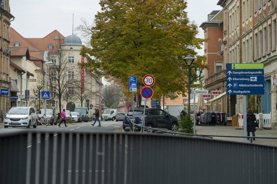 Die Bahnhofstraße in Radebeul-West ist der zentrale Ort im hiesigen Sanierungsgebiet. 2023 soll hier gebaut werden.