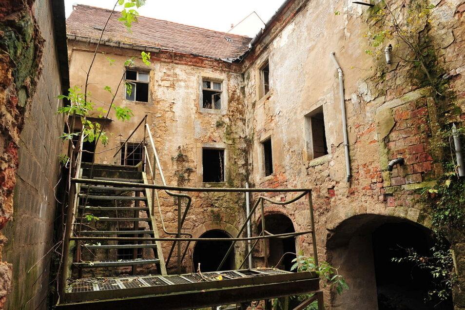 Ruinös: So wie der Gebäudekomplex Am Markt 19/20 sahen nach den Wende viele Häuser in der Pirnaer Altstadt aus. Die Aufnahme stammt aus dem Jahr 2009.