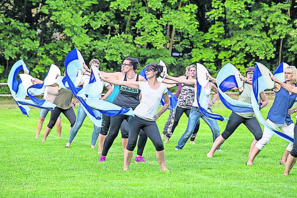 Die vier Elemente haben sich die Tänzerinnen in Kreba zum Thema genommen. Dazu gibt es Freitag und Sonntag wieder zwei Nachttänze zu erleben.