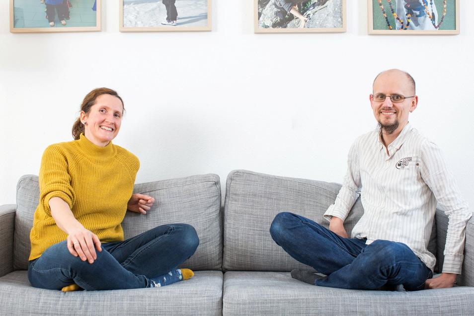 Über die Jahre Freunde geworden: Ulrike Grundmann vom Sonnenstrahl e. V. und Christian Bidmon, der den Krebs und so manchen Schweinehund überwunden hat.