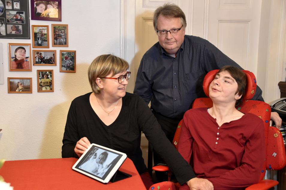 Was Juliane vom Leben um sie herum weiß, können ihre Eltern nicht genau sagen. Doch Maria und Peter Kubsch beziehen ihre Tochter in alles mit ein.