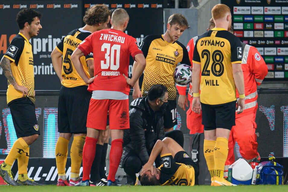 Nach einem groben Foul hatte sich Chris Löwe im Spiel gegen den FSV Zwickau am Knie verletzt. Ein Kreuzbandriss, wie zunächst befürchtet, wurde zwar nicht diagnostiziert. Doch nun droht er ähnlich lange auszufallen.