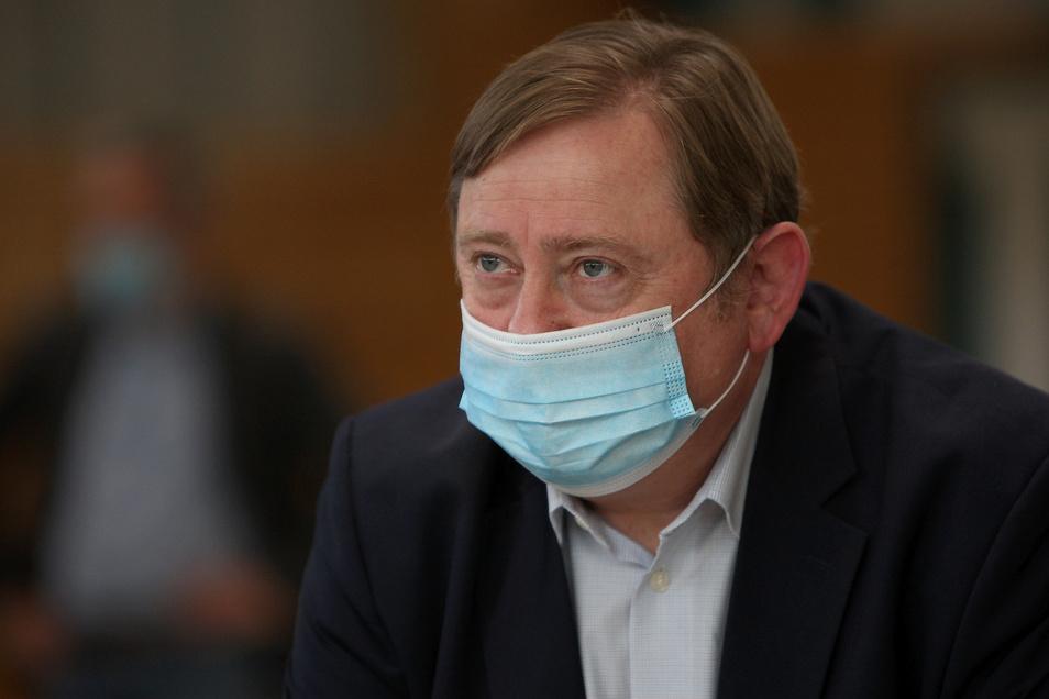Der Linke-Politiker André Hahn darf zwar weiterhin im Kreistag reden, aber nicht mehr so lange, wie er möchte.