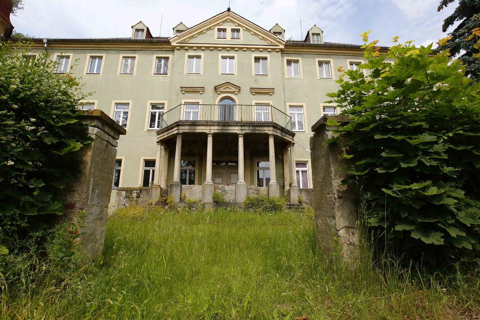 Im Schloss Brauna bei Kamenz will ein Schulverein eine freie Grundschule eröffnen. Doch es gibt noch immer Klärungsbedarf mit der Stadt.