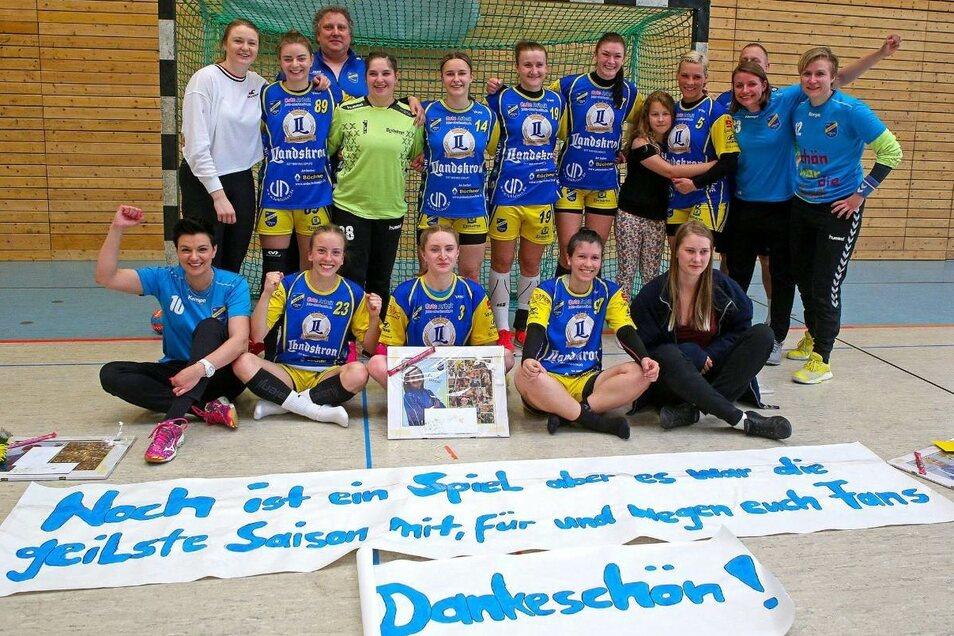 Bedanken sich: Die Handball-Frauen Koweg Görlitz