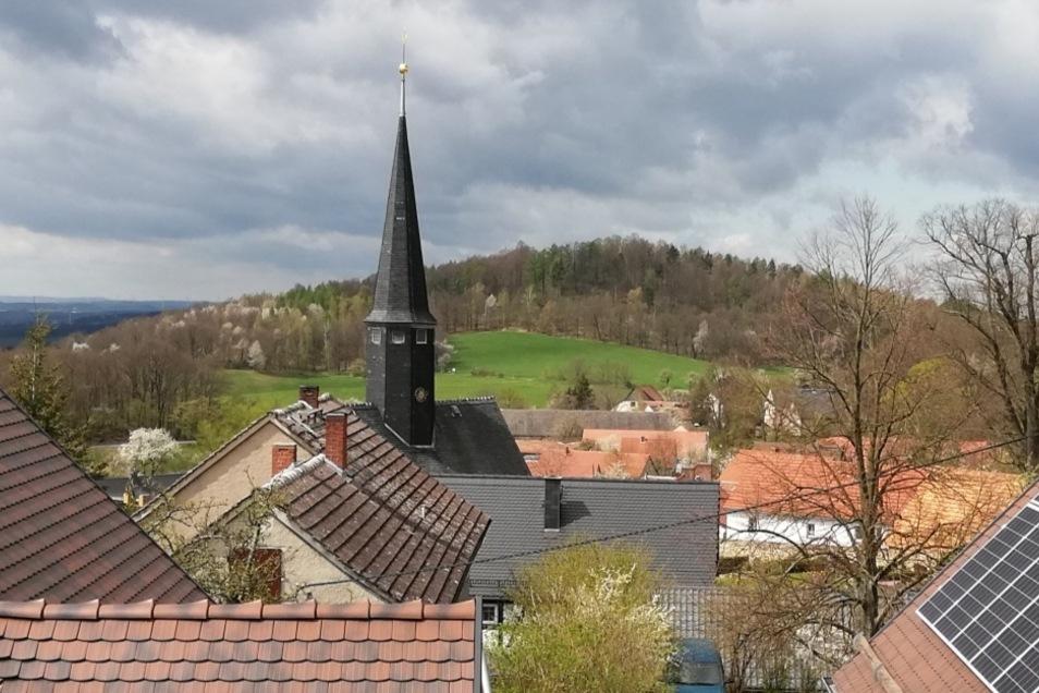 Dieser unvergleichliche Blick auf den Schwarzberg bietet sich aus dem einzig verbliebenen Einzelzimmer der Baude.