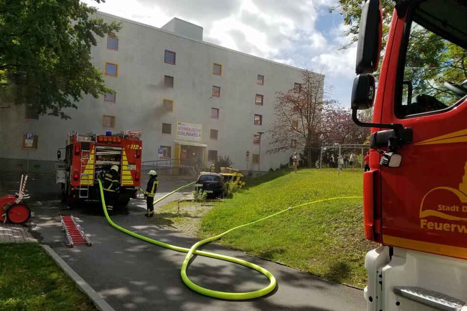 Neben der Feuerwehr aus Döbeln sind auch die Wehren aus Roßwein, Ebersbach, Limmritz, Beicha, Ostrau und Gleisberg im Einsatz.