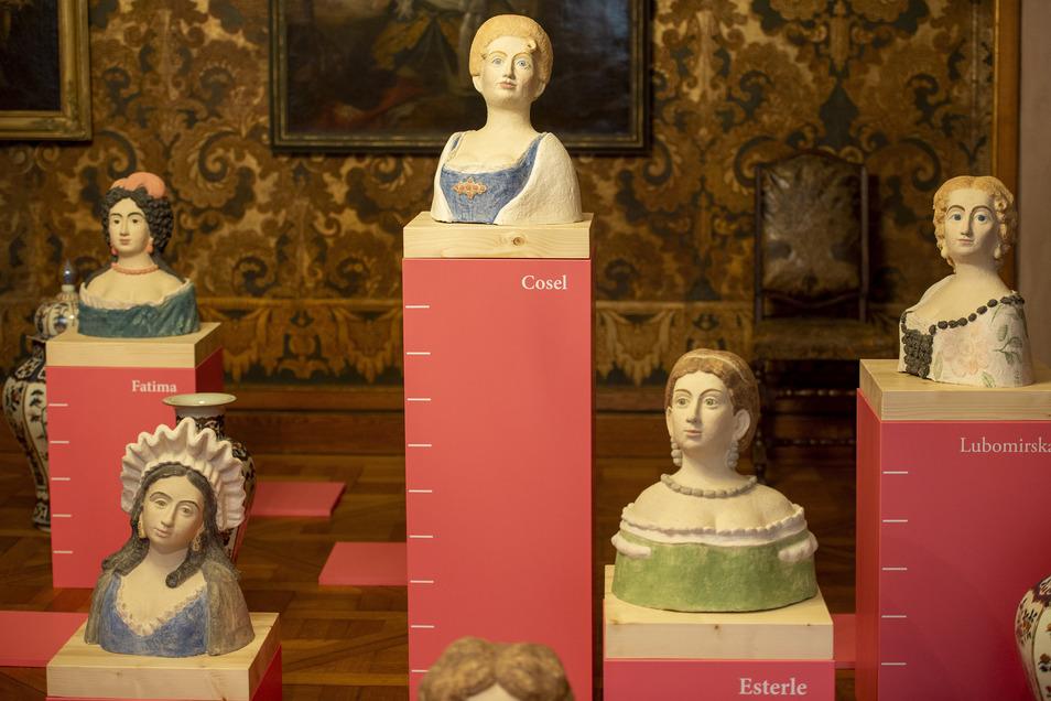 Je höher der Sockel, desto tiefer der Fall - in einem Raum der Ausstellung sind die bekanntesten Mätressen Augusts des Starken versammelt. Hoch über allen thront die Gräfin Cosel.