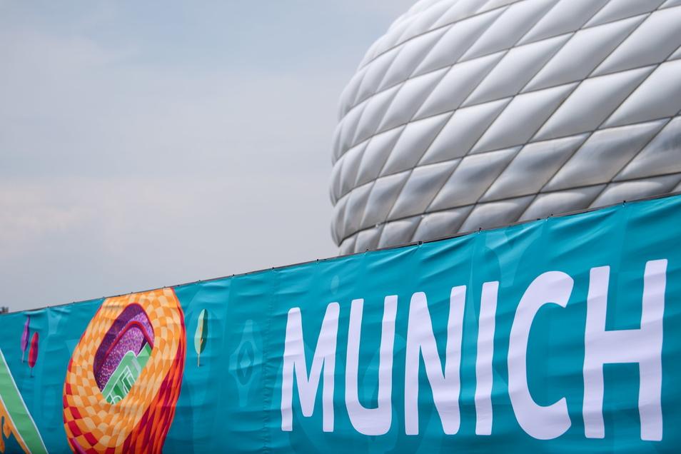 Die Münchner Allianz Arena wurde nun zum EM-Stadion. Normalerweise steht hier ein Schriftzug des deutschen Rekordmeisters Bayern München.